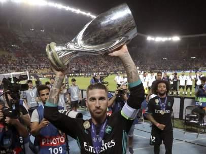 Ramos levanta la Supercopa