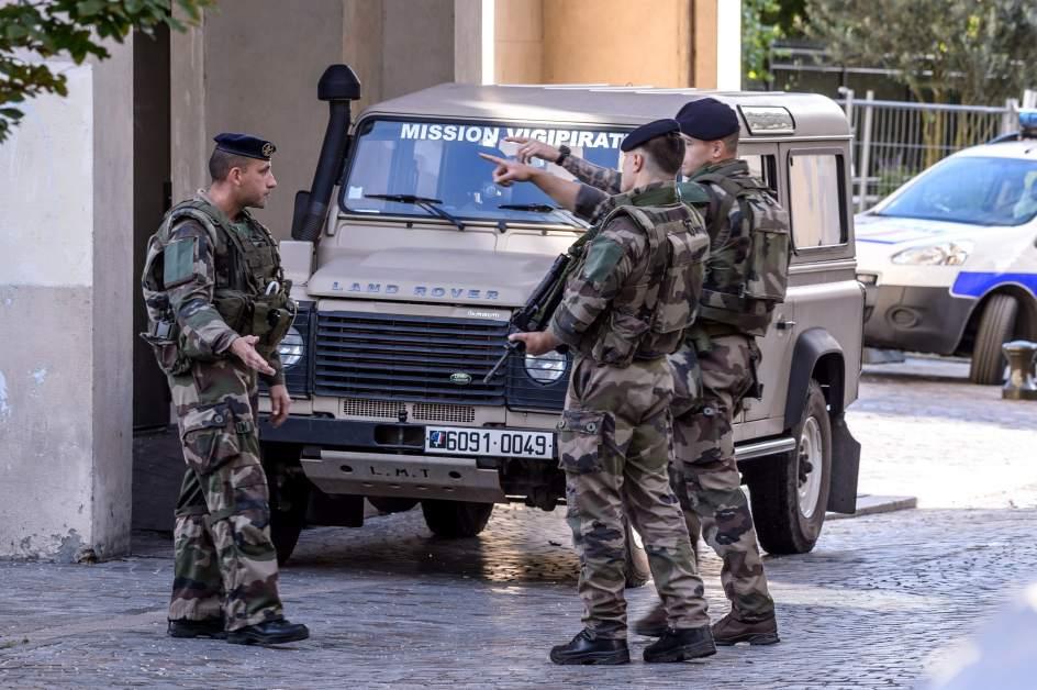 Resultado de imagen para Un auto atropella a estudiantes en Francia dejando al menos tres heridos