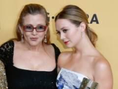 La hija de Carrie Fisher rinde tributo a su madre en el estreno de 'Los últimos Jedi'