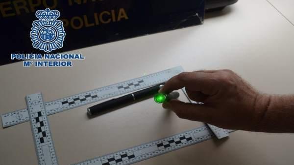 Punteros láser intervenidos por policía nacional por deslumbrar a pilotos aterri