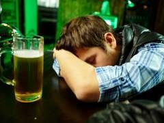 "A los jóvenes les ""compensa"" emborracharse, el sexo sin control o fumar porros"
