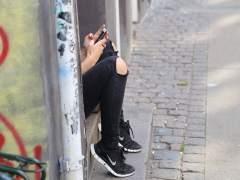 Menos trabajo, menos sexo y menos felicidad: el móvil 'anula' a la generación Z