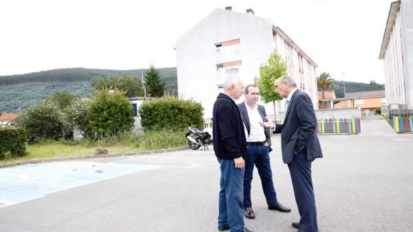 Mazón visita los bloques en los que se rehabilitarán las fachadas