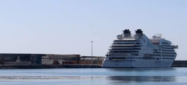 Puerto crucero primera escala seabourn encore lujo málaga bahía terminal buque