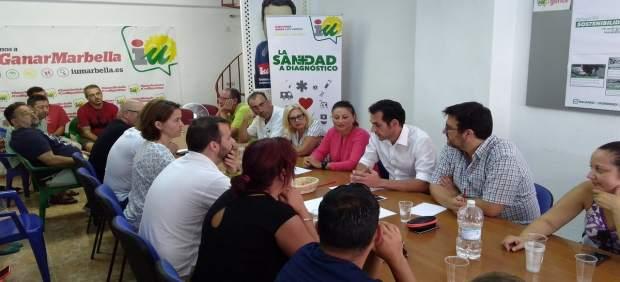 Gizmán Ahumada con Miguel díaz y Victoria morales IU Marbella valorar moción cen