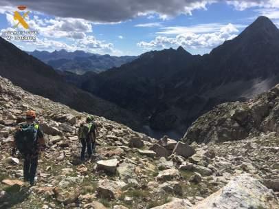 Agentes trabajan en la búsqueda del joven montañero vasco