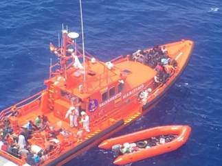 Cuatro nuevas pateras elevan a 339 los inmigrantes rescatados hoy en el Estrecho