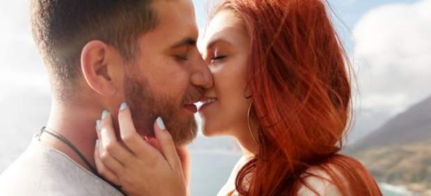 Los hombres inician los besos el 79% de las veces