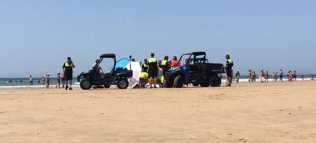 Muere un hombre en una playa de Cádiz