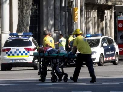 Uno de los heridos, evacuado en el centro de Barcelona