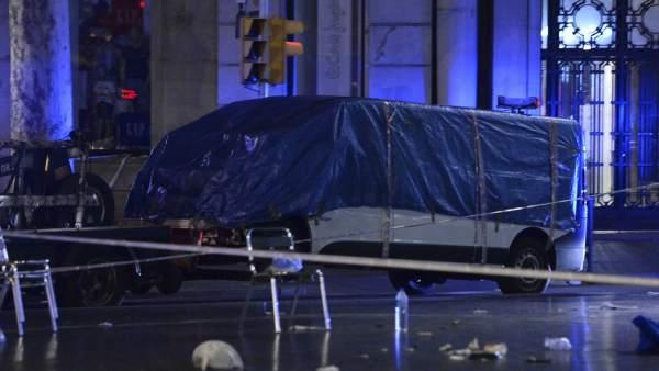 La furgoneta del atentado en la Rambla de Barcelona