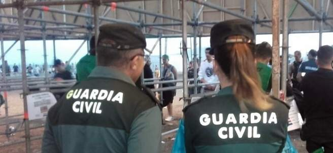 Agentes de la Guardia Civil en el Festival Dreambeach, de Villaricos (Almería)