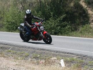 Ésta es la ropa adecuada para ir en moto en verano