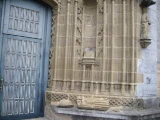 Imagen rota de la fachada de la iglesia Andra Mari de Gernika.
