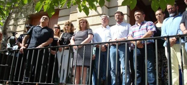 Minuto de silencio ante el Ayuntamiento de Jaén.