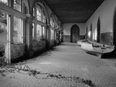 Pilar Pequeño o la poesía de los edificios abandonados