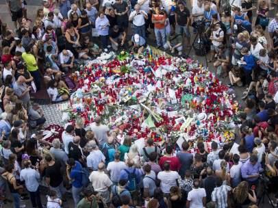 Velas en homenaje a las víctimas del atentado en la Rambla.