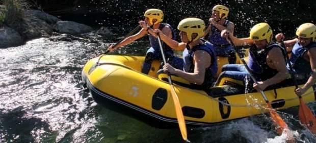 Imagen de archivo de un grupo de jóvenes en el río Cabriel