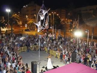 Espectáculo de malabares en la 'Noche en Vela' de Adra