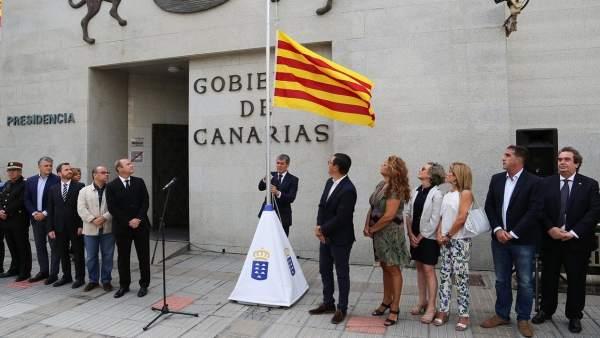 Izado de la bandera de Cataluña en Las Palmas de Gran Canaria
