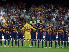 Homenaje a las víctimas de los atentados de Cataluña en un Camp Nou blindado