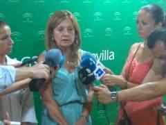 La consejera de Salud, Marina Álvarez, comparece en el hospital de Valme