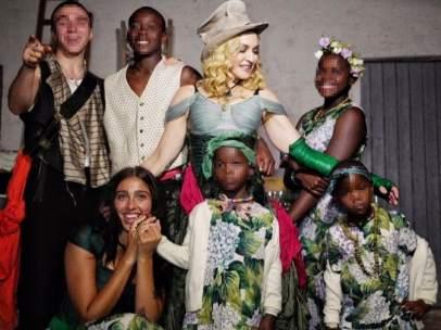 Madonna posa junto a sus hijos