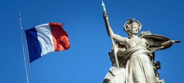 Bandera francesa a media asta