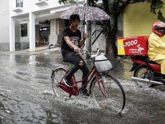 Calle inundada en Filipinas