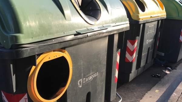 Contenedores de recogida selectiva de basura orgánica, plástico y vidrio