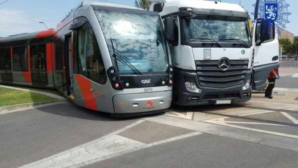 Colisión entre el camión y un tranvía