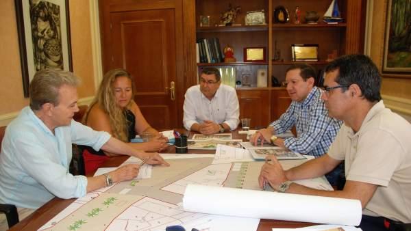 Moreno Ferrer en una reunión, Vélez, peatonalización