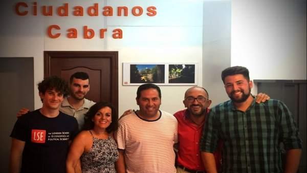 Enrique Navas con la junta directiva de Cs Cabra