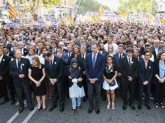 El rey y Rajoy, junto a Puigdemont