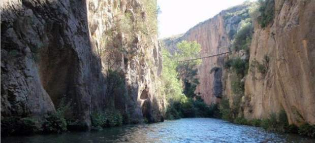 Puente colgante sobre el Turia