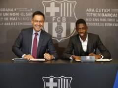 Ousmane Dembélé y Bartomeu firman el contrato