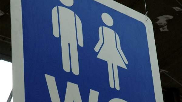 9b1bc64d5b34 Condenado por dejar su móvil grabando en el baño de mujeres de un ...