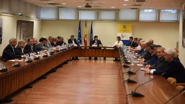 José Ramón Lete se reúne con Juan Luis Larrea y los presidentes autonómicos