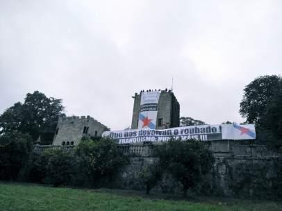 Pancartas de BNG en el Pazo de Meirás