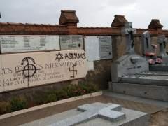Arrojan pintura al monumento de las Brigadas Internacionales