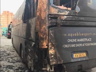 Autobús Aqua Blue Sport incendiado