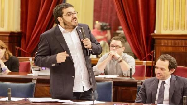 El conseller de Medio Ambiente, Vicenç Vidal, durante el pleno del Parlament