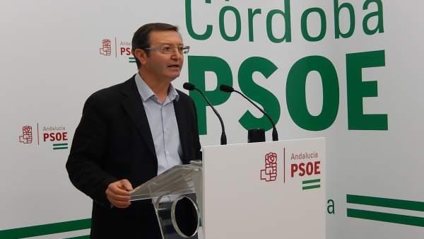 Manuel Aguilar en la sede del PSOE