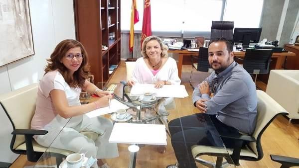 Reunión de la alcaldesa con la consejera de Educación