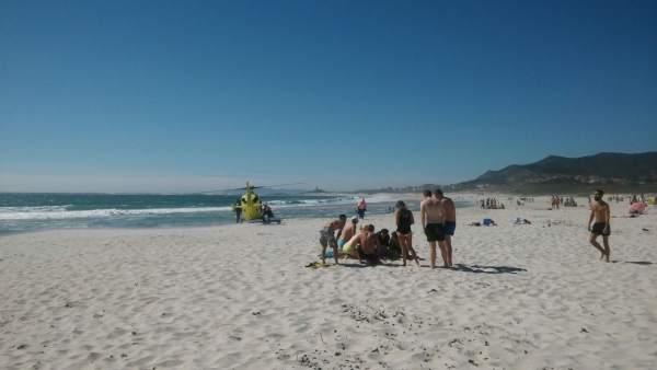 Rescate en la playa do Ancoradoiro, en Muros