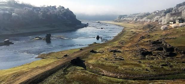 Embalse de Belesar, en Lugo, afectado por la sequíac
