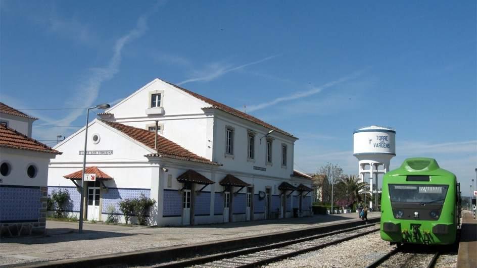 El tren vuelve a unir portugal y extremadura cinco a os y for Centro de salud ciudad jardin badajoz