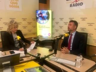 El conseller Santi Vila entrevistado por Mònica Terribas en Catalunya Ràdio