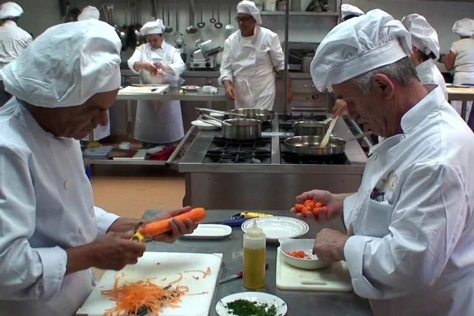 Reanudan la formaci n profesional para el empleo en el for Formacion profesional cocina