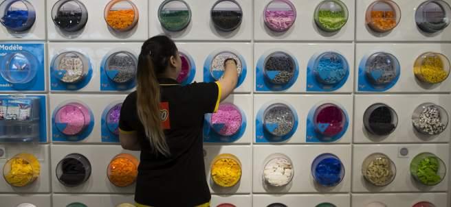Una trabajadora de Lego